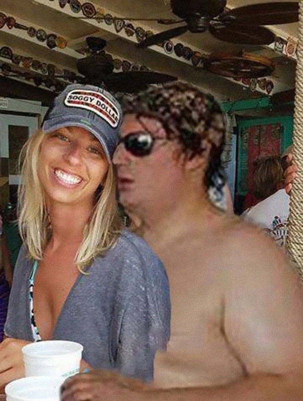 Casal pede a Internet para tirar um estranho de uma foto com o Photoshop 04