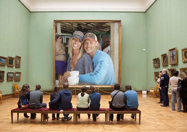 Casal pede a Internet para tirar um estranho de uma foto com o Photoshop 13