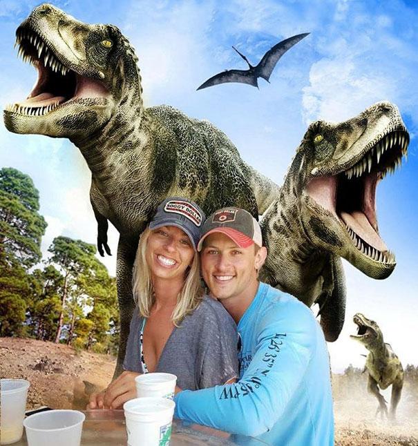 Casal pede a Internet para tirar um estranho de uma foto com o Photoshop 27