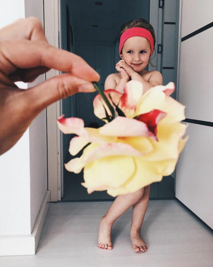 mae veste filha com legumes frutas ilusao de optica 15