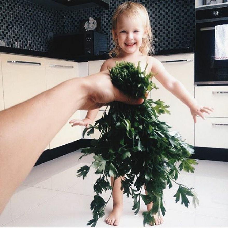mae veste filha com legumes frutas ilusao de optica 19