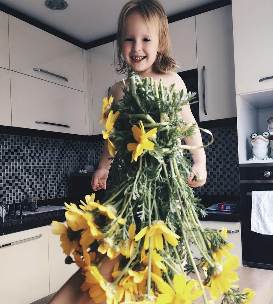 mae veste filha com legumes frutas ilusao de optica 21