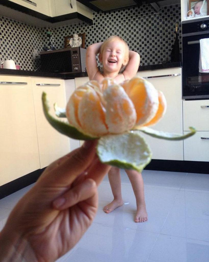 mae veste filha com legumes frutas ilusao de optica 23