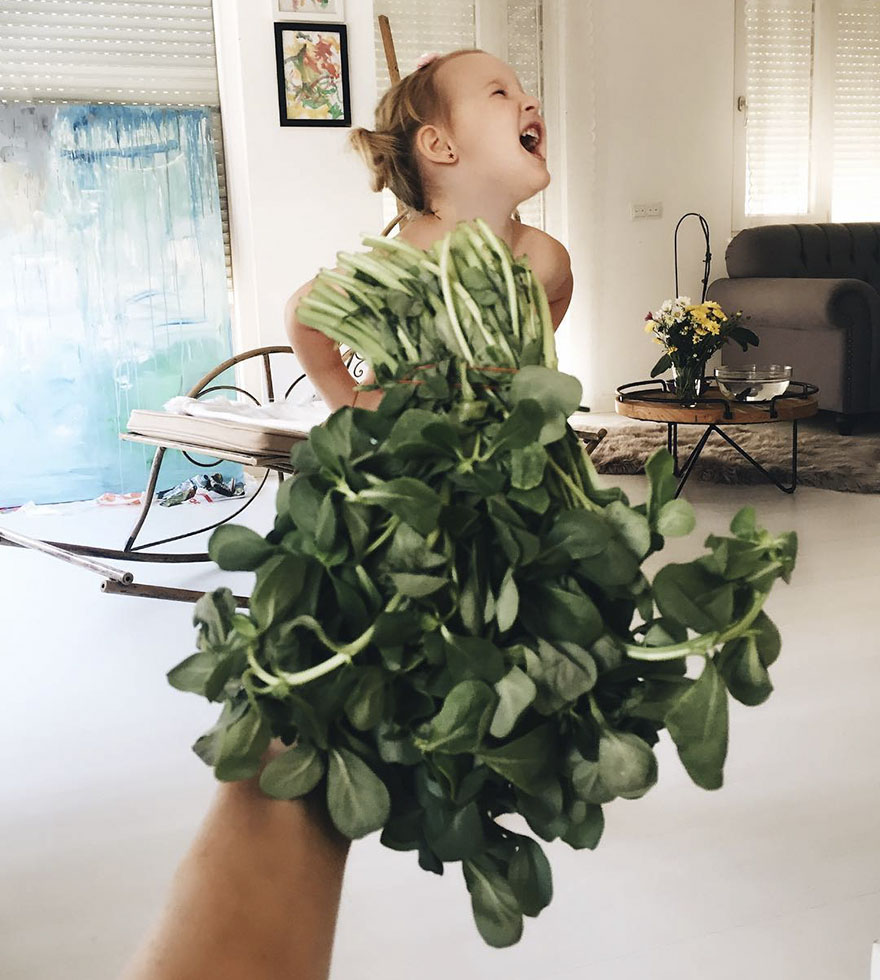 mae veste filha com legumes frutas ilusao de optica 37