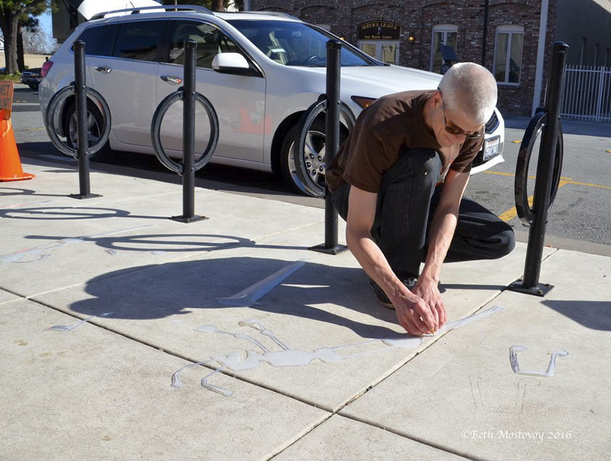 Artista pinta sombras falsas e confunde as pessoas 13