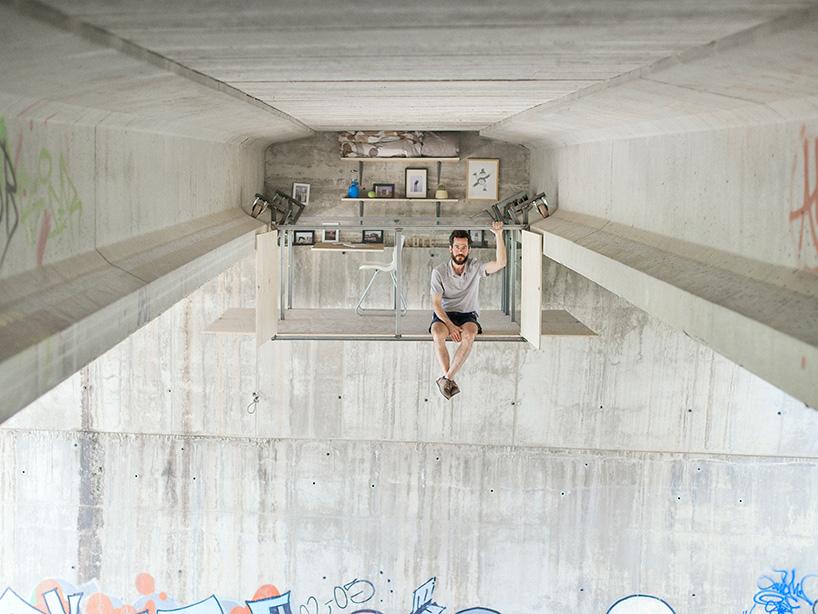 Designer contrói estúdio por baixo de uma ponte em Espanha 01