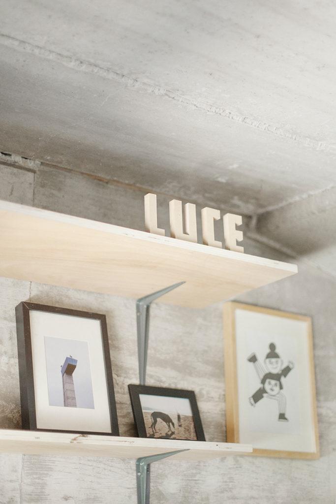 Designer contrói estúdio por baixo de uma ponte em Espanha 04