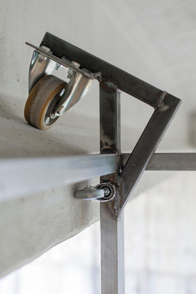 Designer contrói estúdio por baixo de uma ponte em Espanha 06