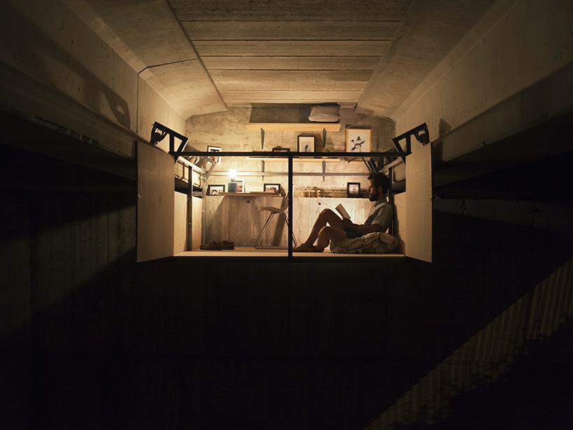 Designer contrói estúdio por baixo de uma ponte em Espanha 08