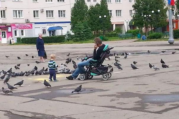 crianças não devem ser deixadas sozinhas com o pai 30