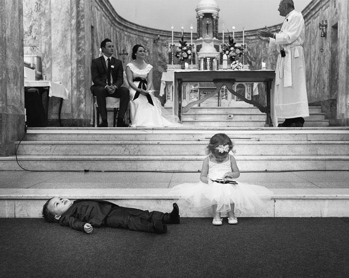 Momentos hilariantes de crianças em casamentos 02
