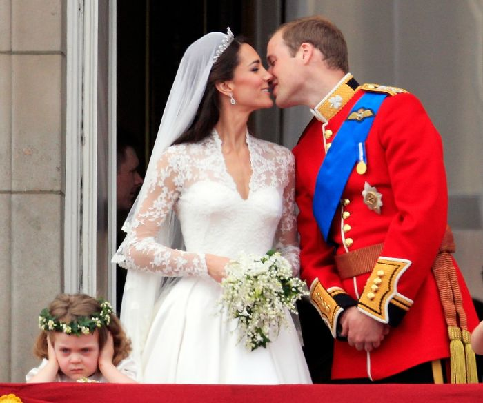 Momentos hilariantes de crianças em casamentos 07
