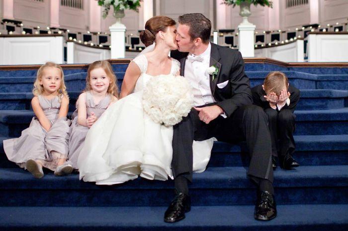 Momentos hilariantes de crianças em casamentos 08